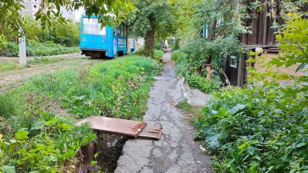 Как выглядит тротуар на улице Уральская в Перми
