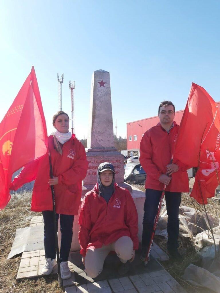 В Перми комсомольцы благоустроили памятник регионального значения